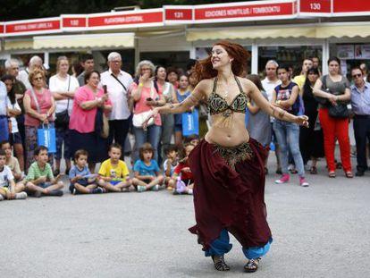 Bailarinas en el Paseo de Coches del Retiro.