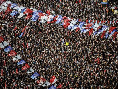 Mitin del principal partido de la oposición CHP este sábado en Estambul.