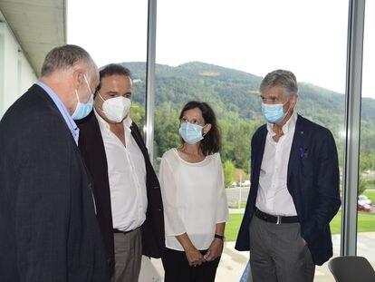El consejero de Salud de la Generalitat, Josep Maria Argimon (derecha), con expertos que han participado en la redacción del plan de prevención de suicidios. En Catalunya hubo 441 suicidios en 2019 y 2.600 personas sufrieron trauma o duelo  SALUD CATALUÑA ESPAÑA EUROPA GIRONA SOCIEDAD SALUT