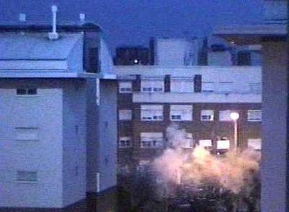 Momento en que siete autores del 11-M se volaron por los aires, el 3 de abril de 2004, en Leganés.
