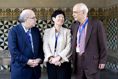 Andreu Mas-Colell, Helga Nowotny y Fotis Kafatos, durante la reunión del Consejo Europeo de Investigación en Barcelona.
