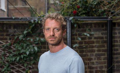 El escritor y guionista Tom Rob Smith, en el Museo Charles Dickens de Londres.