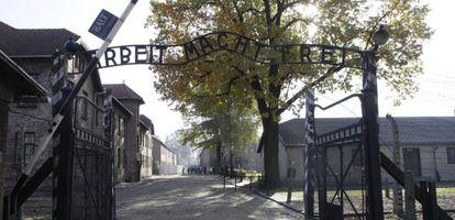 La entrada del campo de esterminio nazi de Auschwitz