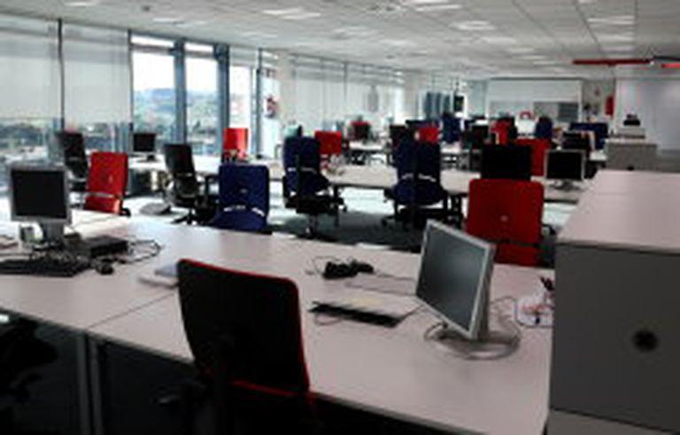 Aspecto de las oficinas de Vodafone el pasado viernes.