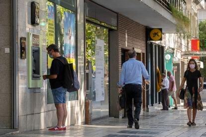 Antiguas oficinas de Bankia y La Caixa en Sevilla.