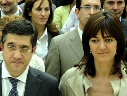 El lehendakari Patxi López y la consejera de Justicia y Administración Pública, Idoia Mendia.