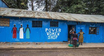 Una tienda dirigida por mujeres en pleno barrio chabolista de Kibera, en la capital de Kenia, Nairobi.