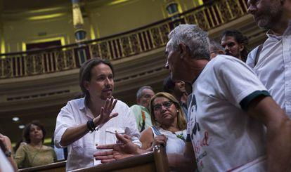 Pablo Iglesias y Diego Cañamero, el pasado martes en el Congreso.