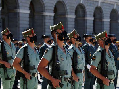 Los miembros de la Legión en el desfile terrestre por el 12 de octubre.