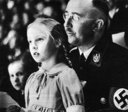 Himmler con su hija Gudrun en 1938