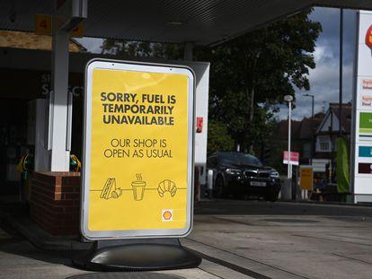 Una gasolinera de Londres anunciaba el lunes su cierre por falta de combustible.
