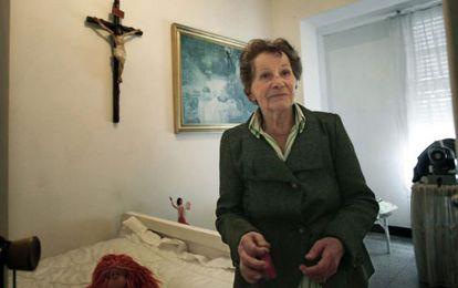 Aurelia Rey, en 2013 en la casa de A Coruña de la que pretendían desahuciarla.