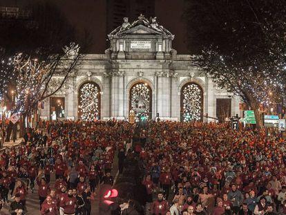 San Silvestre Valleca a su paso por la madrileña Puerta de Alcalá