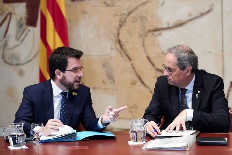 l presidente de la Generalitat, Quim Torra, conversa con su vicepresidente, Pere Aragonés