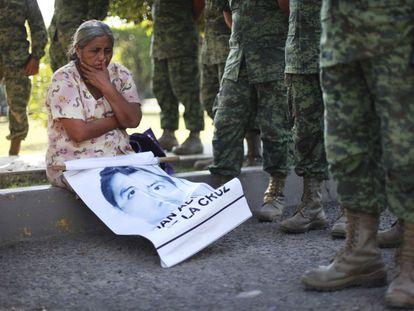 La madre de un estudiante desaparecido junto a soldados mexicanos, en 2019.
