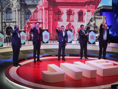 Candidatos presidenciales de Perú durante un debate televisivo el 31 de marzo, en Lima.
