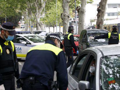 Controles por el estado de alarma de la Policía Local de Málaga, el pasado miércoles.