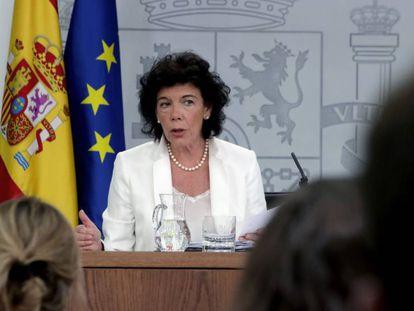 La portavoz del Gobierno, Isabel Celaá, tras el consejo de ministros del viernes.