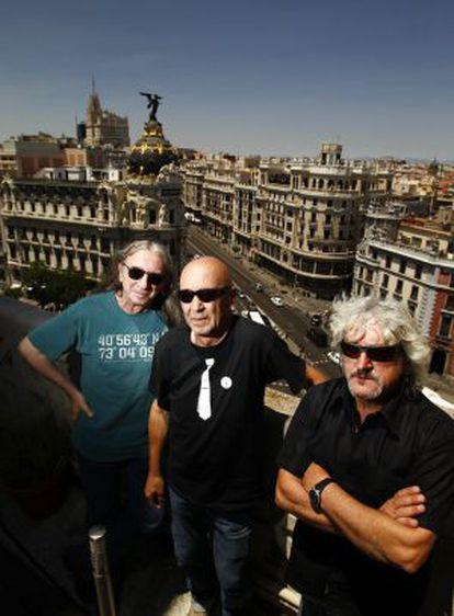 Los componentes de Leño Rosendo Mercado (i), junto a Tony Urbano y Ramiro Penas (d), en 2013.