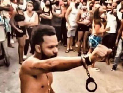 El rapero Maykel Castillo en el barrio San Isidro de La Habana Vieja.