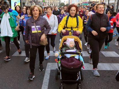 Participantes de la I Carrera Feminista, convocada este domingo en Madrid.