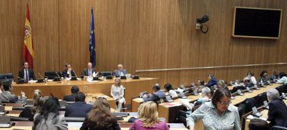Reunión de la comisión de sanidad del Congreso de los Diputados que aprobó, este jueves, la reforma de la ley del Medicamento.