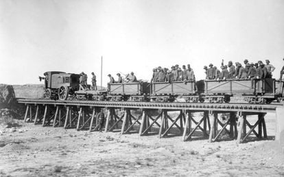 El ferrocarril de Tistuti a Dar Drius a su paso por el rio Igan en los años veinte del siglo pasado.