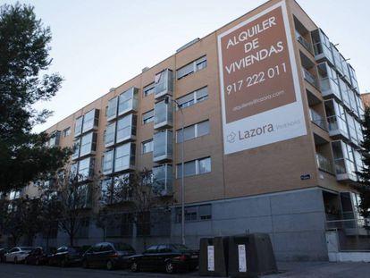Edificio de pisos de alquiler en el barrio de Villaverde Bajo (Madrid).