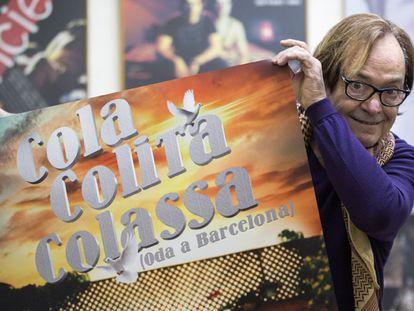 Ventura Pons, con el cartel del documental Cola, Colita, Colassa