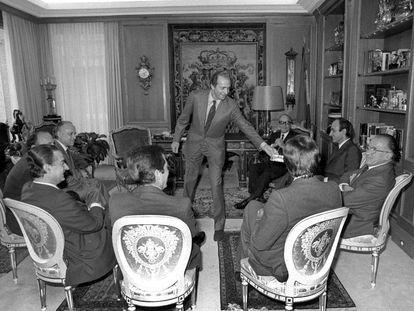 El rey Juan Carlos reúne a los líderes políticos en la jornada de reflexión de 1982.