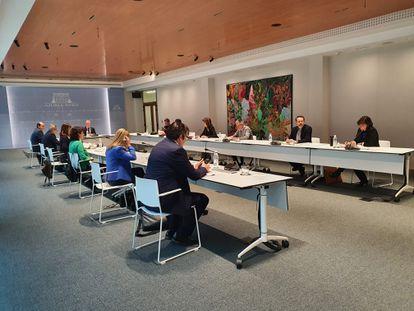El lehendakari preside una reunión con todos los partidos para aplazar las elecciones.