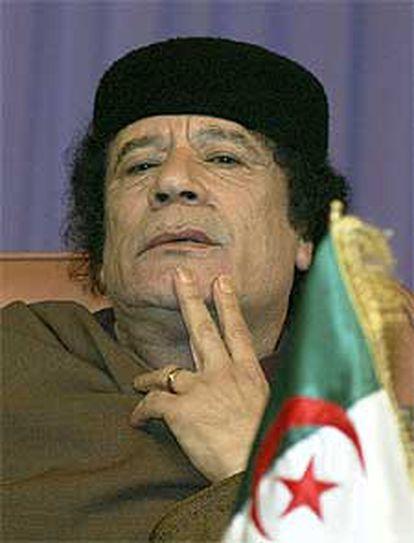 Muammar el Gaddafi, en la cumbre de Túnez, a principios de mes.