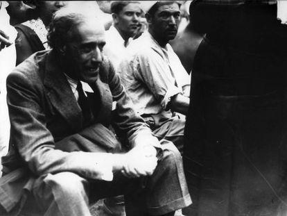 El dirigente socialista Julián Besteiro asiste a la Escuela de Verano de las Juventudes Socialistas en 1933.