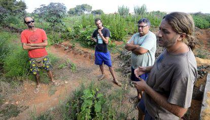 Miembros de la cooperativa agroecológica de Picassent.