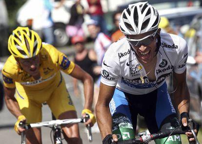 Rasmussen, de amarillo, y Contador, en la etapa de Loudenvielle del Tour de 2007.
