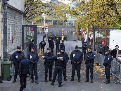 Exterior de los juzgados de Burdeos, donde declara Sarkozy.