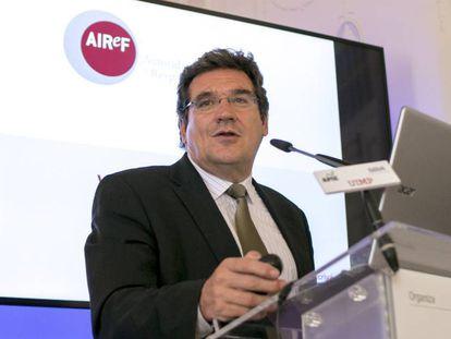 El presidente de la Airef, José Luis Escrivá, durante su intervención en un curso de la Universidad Internacional Menéndez Pelayo (UIMP).
