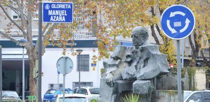 Escultura de Manuel Azaña en la glorieta que lleva su nombre.