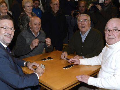 Rajoy, con pensionistas en Olmedo.
