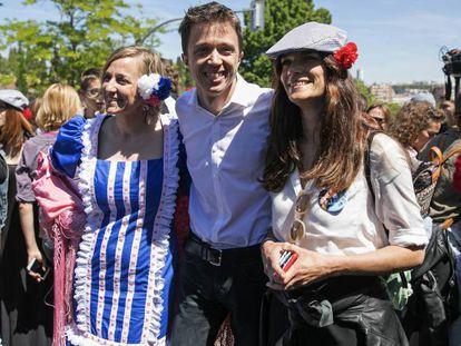 FOTO: Desde la izquierda, Tania Sánchez, Íñigo Errejón y Clara Serra, ayer en la pradera de San Isidro. / VÍDEO: Declaraciones de Lorena Ruiz-Huerta sobre las primarias en la pradera, este martes.