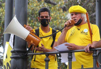 Imagen de archivo del pasado 22 de mayo de 2021 del sacerdote Fernando Báez en una manifestación.