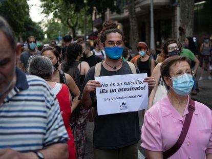 Una concentración frente a la Delegación del Gobierno de Cataluña en Barcelona celebrada el martes 15 en apoyo al hombre que se suicidó el lunes 14 cuando iba a ser desahuciado en Barcelona.
