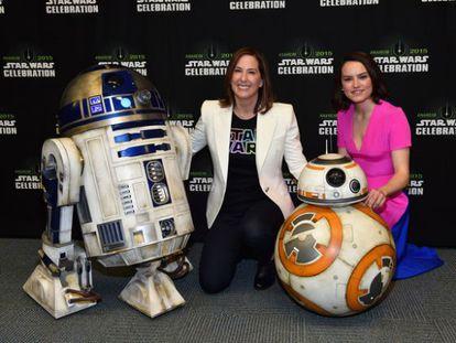 Kathleen Kennedy y Daisy Ridley en una convención de Star Wars.