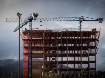 Un edificio en construcción.
