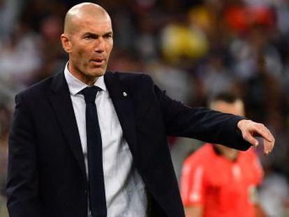 El técnico del Madrid justifica la presencia de cinco centrocampistas  para aumentar la presión en campo contrario y jugar bien