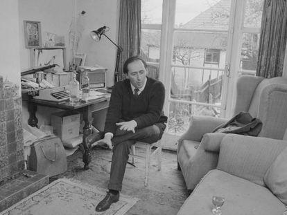 Ballard en el salón de su casa.