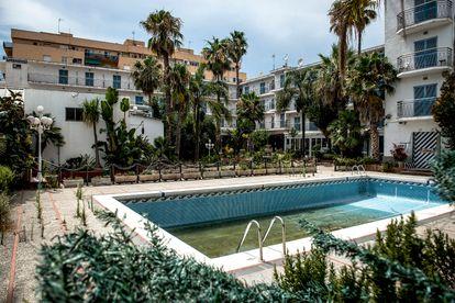 Aspecto de la piscina del hotel Planamar, en Malgrat de Mar