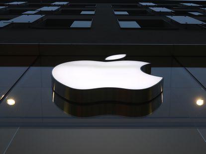 Logo de Apple en una tienda de Munich (Alemania), en diciembre.