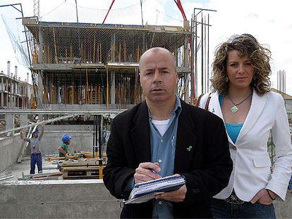 Los sindicalistas Francisco Quirós e Isabel Manzano, en una obra en la provincia de Granada.