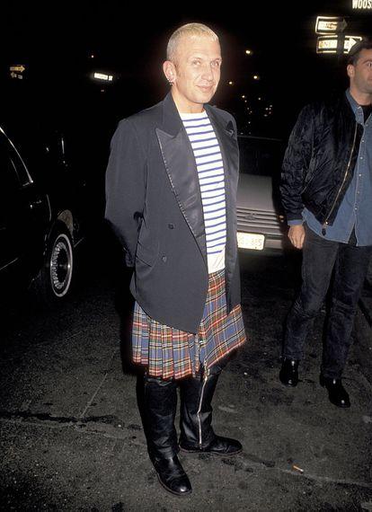 Jean Paul Gaultier con uno de sus famosos 'kilts'.